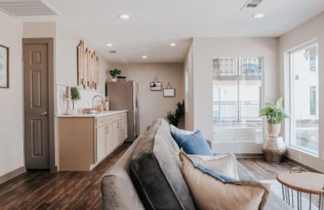 Fifteen Forty - 1540 Chenault St, Dallas, TX 75228