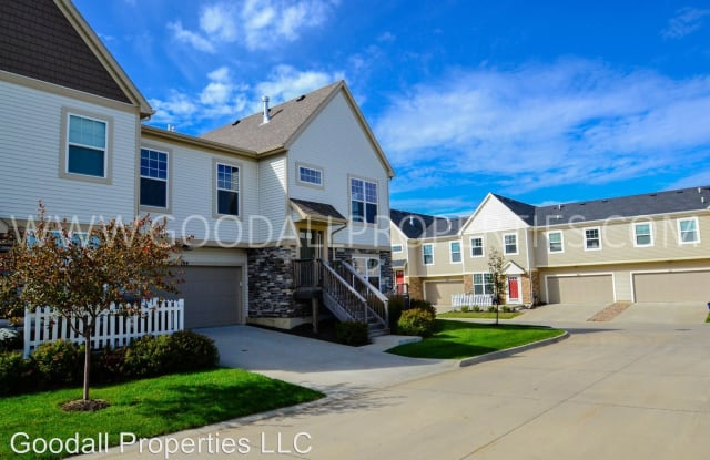 155 80th St #104 - 155 80th Ave, West Des Moines, IA 50266