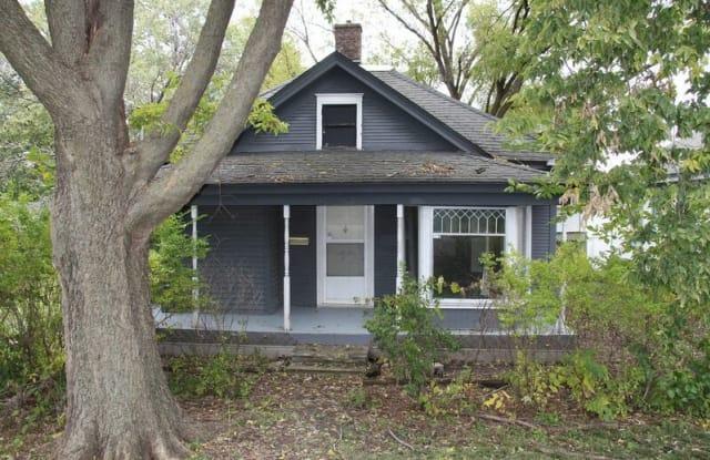 1813 SW 2nd St - 1813 Southwest 2nd Street, Des Moines, IA 50315