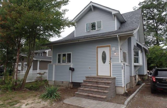 307 Vanderbilt Blvd - 307 Vanderbilt Boulevard, Oakdale, NY 11769