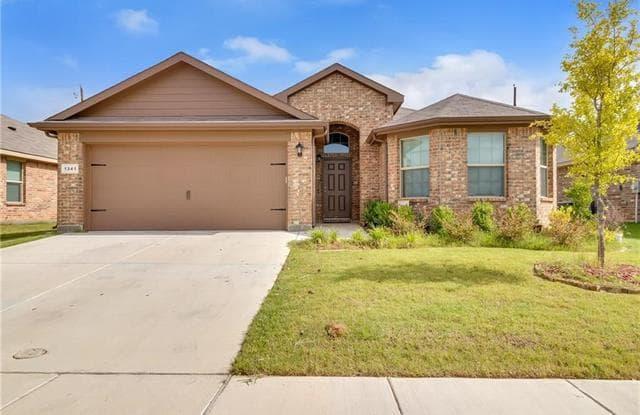 1341 Briarwood Drive - 1341 Briarwood Dr, Azle, TX 76020