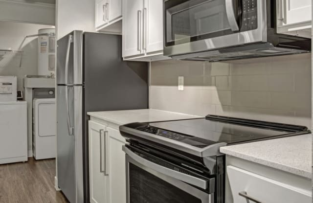 Overlook at Lakemont Apartments - 5305 Lakemont Blvd SE, Bellevue, WA 98006