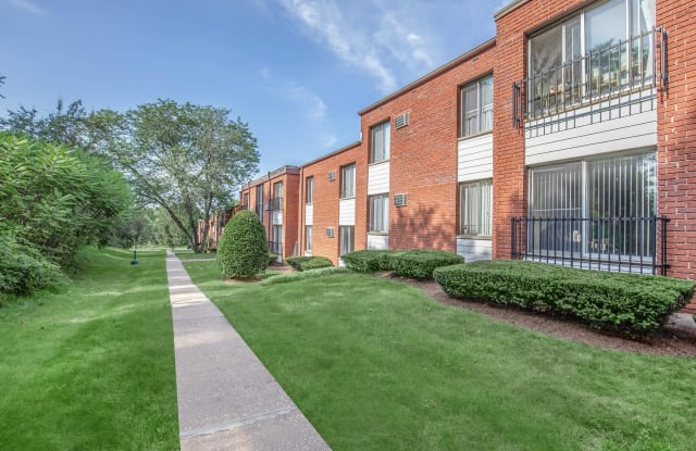 Forest Park Apartments - 108 West St, Wethersfield, CT 06067