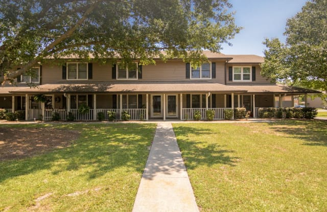 Northwoods Townhomes - 8150 Prestwick Ct, North Charleston, SC 29406