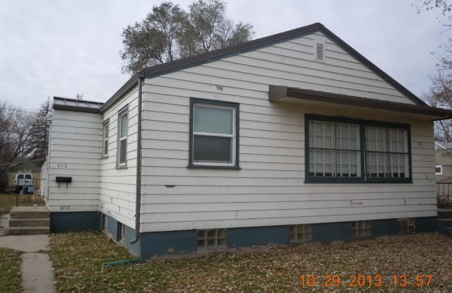 413 16th St NW - 413 16th Street Northwest, Minot, ND 58703