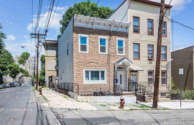42 WESTERVELT PL - 42 Westervelt Place, Jersey City, NJ 07304