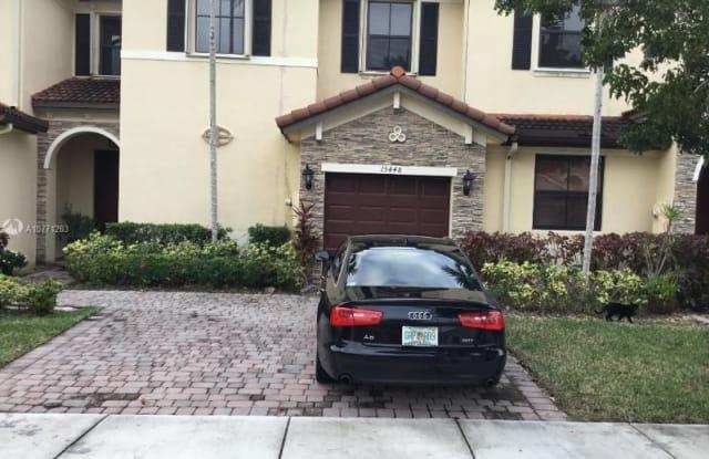 15884 sw 118 terr - 15884 SW 118th Terrace, The Hammocks, FL 33196