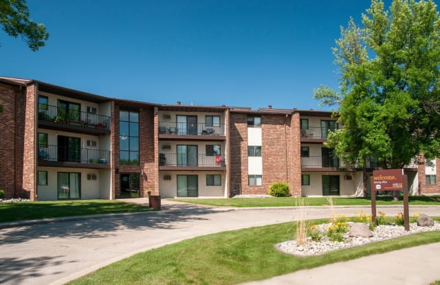 Southwind Apartments - 2450 30th Ave S, Grand Forks, ND 58201