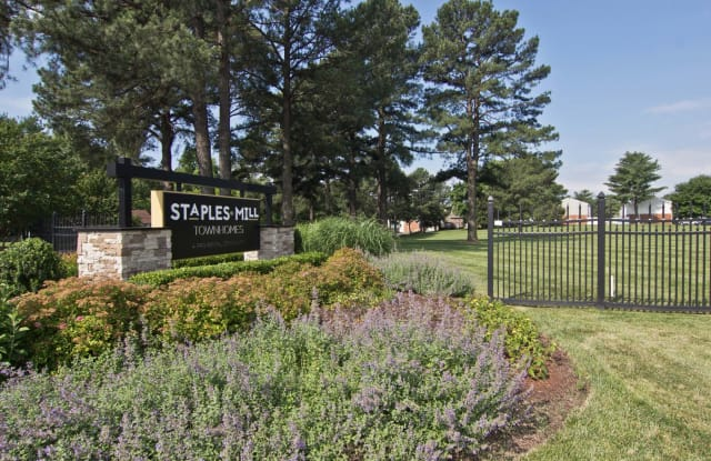 Staples Mill Townhomes - 4100 Townhouse Rd, Richmond, VA 23228
