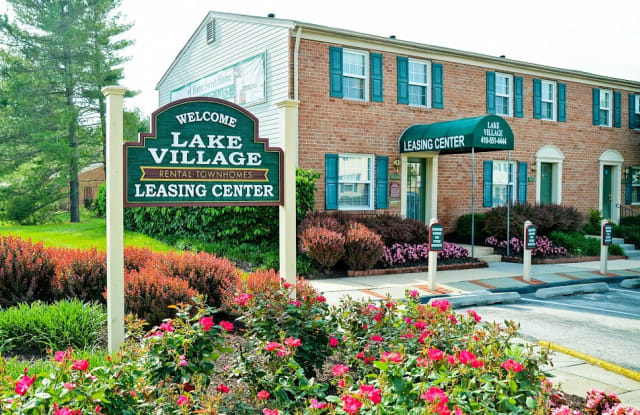 Lake Village Townhomes - 8001 Laketowne Ct, Severn, MD 21144