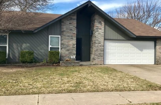829 Briarcliff Dr - 829 North Briarcliff Drive, Moore, OK 73170