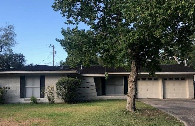 1713 Bonham Drive - 1713 Bonham Dr, Victoria, TX 77901