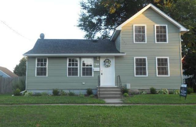 320 East Elm Street - 320 East Elm Street, Sycamore, IL 60178