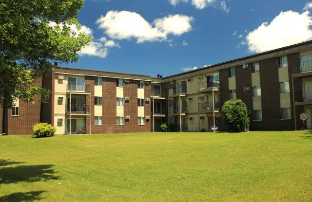 Rosedale Estates - 2835 Rice St, Roseville, MN 55113