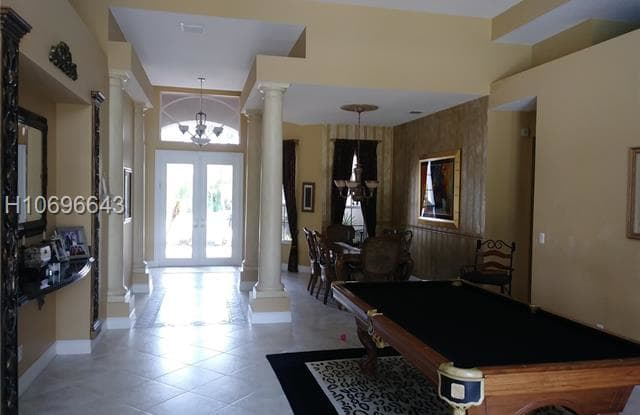 8224 S Lake Forest Dr - 8224 South Lake Forest Drive, Davie, FL 33328