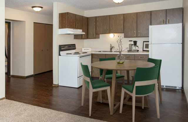 Landmark Estate Apartments - 1105 Landeco Ln, Grand Forks, ND 58201