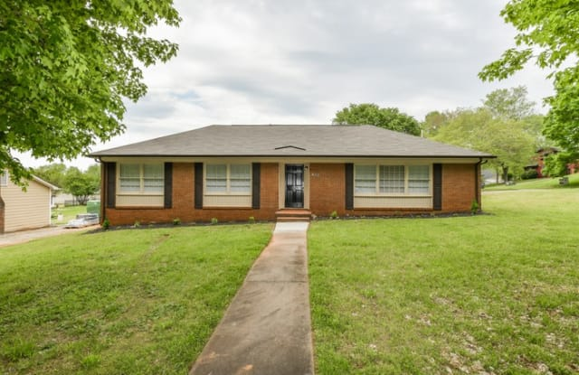 633 Colonial Drive - 633 Colonial Drive, Statesville, NC 28625