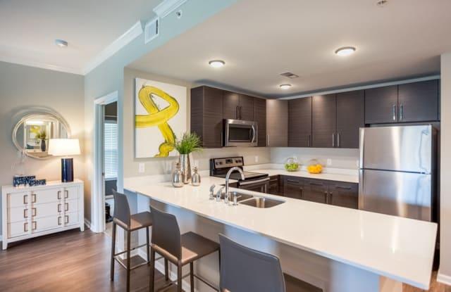 Kinsley Forest Apartments - 5400 N Summit St, Kansas City, MO 64118