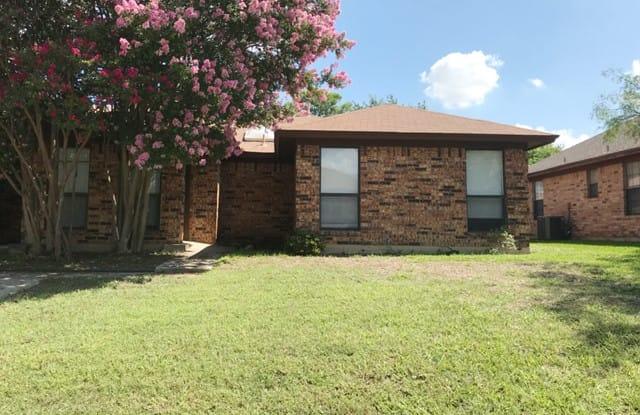 311 Dogwood Dr - 311 Dogwood Drive, Grapevine, TX 76051