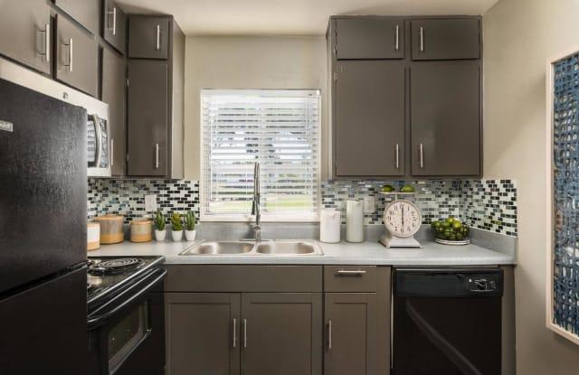 Boat House Apartments - 400 Century 21 Dr, Jacksonville, FL 32216
