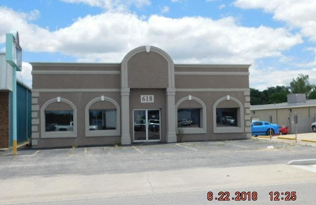 618 South Westwood - 618 South Westwood Boulevard, Poplar Bluff, MO 63901
