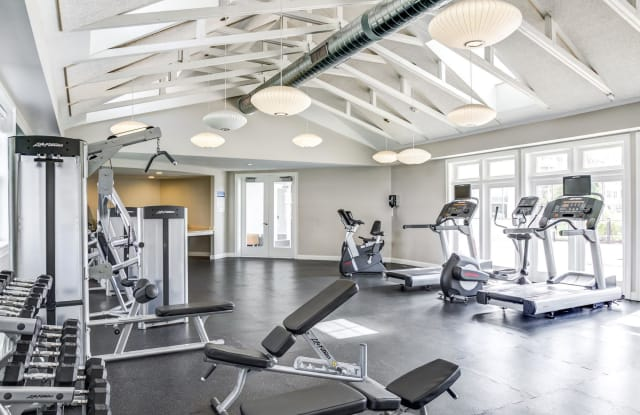Rosemont Square Apartments - 2 Chestnut W, Randolph, MA 02368