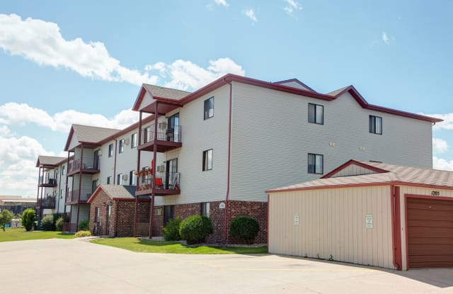 SUNWOOD Apartments - 4701 17th Ave S, Fargo, ND 58103