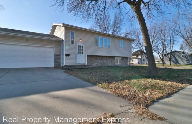 817 W Brookings St - 817 West Brookings Street, Sioux Falls, SD 57104