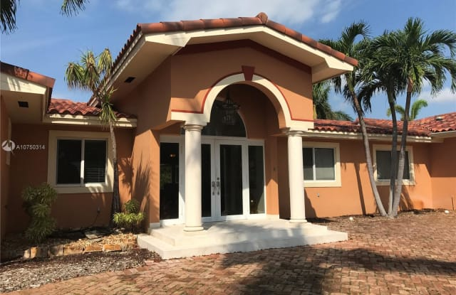 14020 SW 92nd Ave - 14020 Southwest 92nd Avenue, Kendall, FL 33176