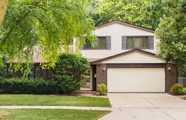 3232 North Volz Drive West - 3232 North Volz Drive West, Arlington Heights, IL 60004