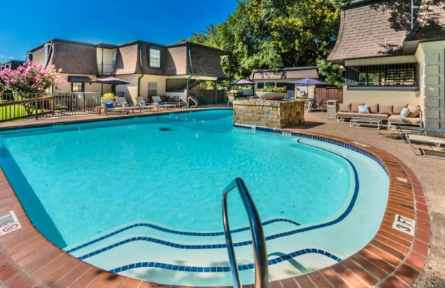 Monticello Apartment Homes - 154 N Bailey Ave, Fort Worth, TX 76107