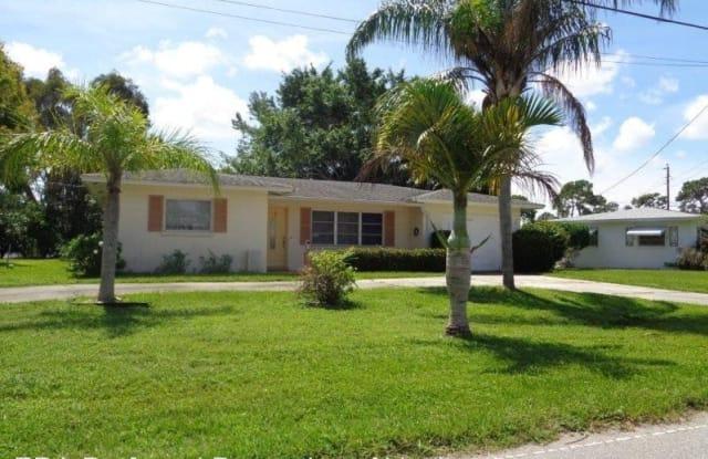280 E Seminole Drive - 280 East Seminole Drive, Venice Gardens, FL 34293