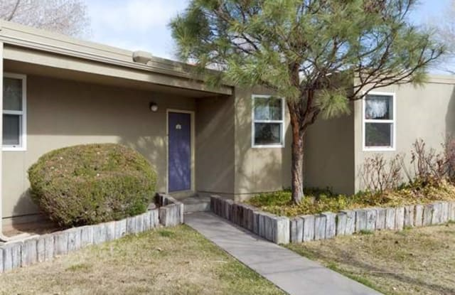 Income Restricted - Plaza David Chavez - 2821 Mountain Rd NW, Albuquerque, NM 87104