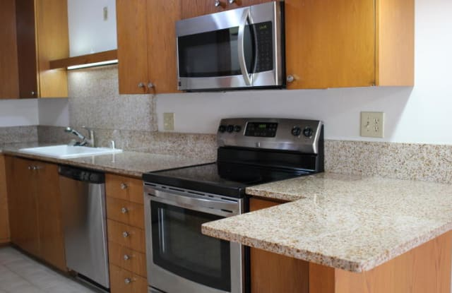 505 E Henry Clay St - 505 East Henry Clay Street, Whitefish Bay, WI 53217