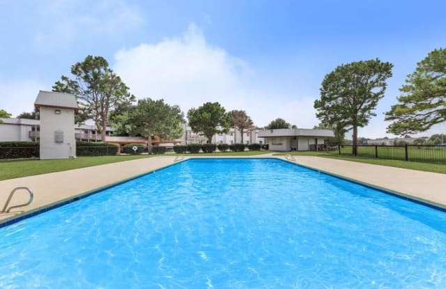 Village Creek at 67th - 6630 S Zunis Ave, Tulsa, OK 74136
