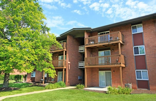 Brookwood Apartments - 5301 S Turtle Creek Dr, Indianapolis, IN 46227