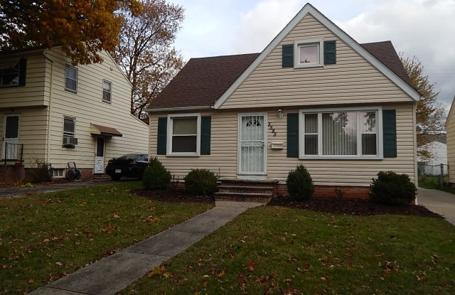 5585 South Blvd - 5585 South Boulevard, Maple Heights, OH 44137