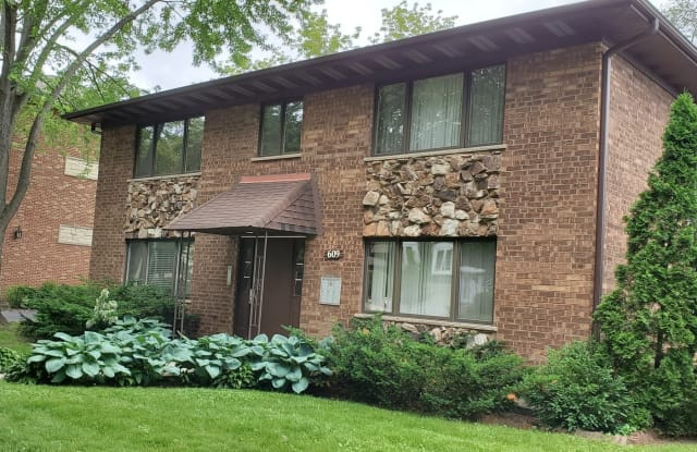 609 South McKinley Avenue - 609 South Mckinley Avenue, Arlington Heights, IL 60005