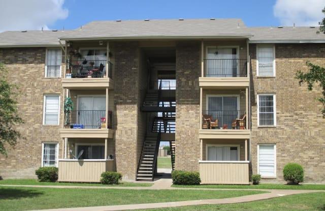 Wymberly Pointe - 702 W Warrior Trl, Grand Prairie, TX 75052