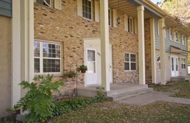 Oak Street Townhomes - 417 15th Ave SE, St. Cloud, MN 56304