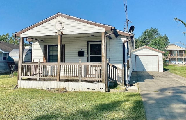 714 Santee - 714 Santee St, Port Neches, TX 77651