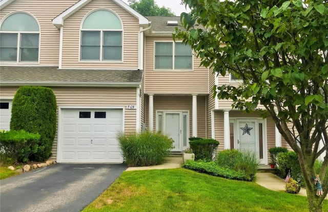 505 Willow Pond Dr - 505 Willow Pond Drive, Riverhead, NY 11901