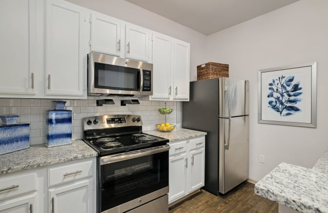 Sandstone Creek Apartments - 7450 W 139th Ter, Overland Park, KS 66223
