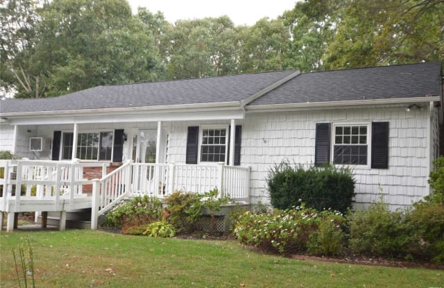 126 Crystal Brook Ho Rd - 126 Crystal Brook Hollow Rd, Terryville, NY 11776