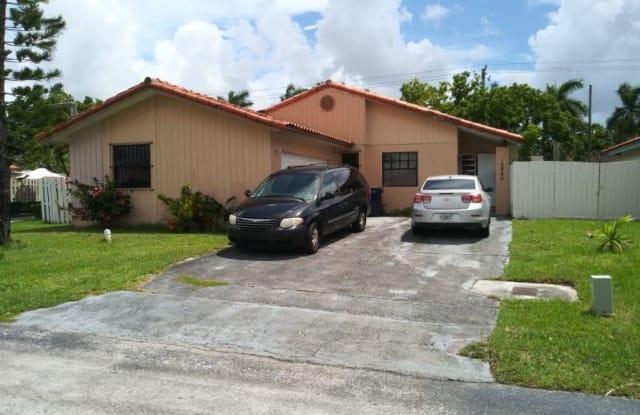 10840 sw 159 ter - 10840 SW 159th Ter, Palmetto Estates, FL 33157