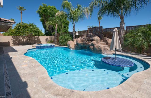 8325 E SAN SALVADOR Drive - 8325 East San Salvador Drive, Scottsdale, AZ 85258
