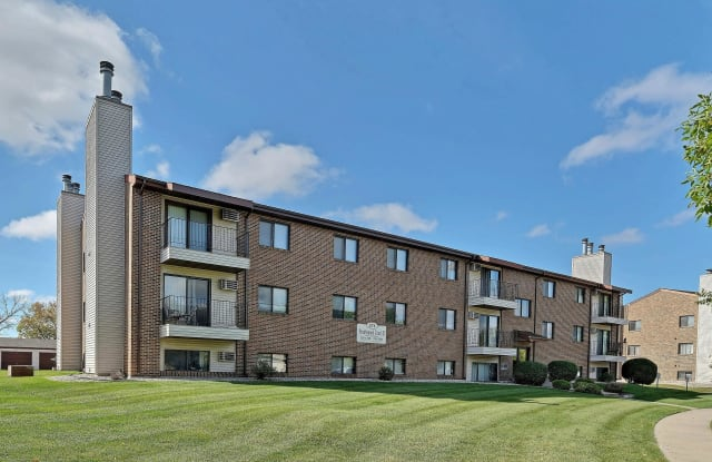 Prairiewood Courts - 371 Prairiewood Cir, Fargo, ND 58103