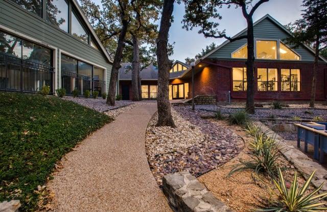 Verandahs at Cliffside - 1705 NE Green Oaks Blvd, Arlington, TX 76006
