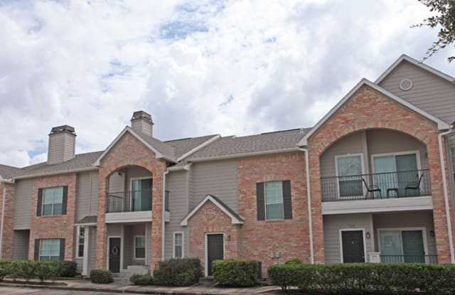 Richmond Towne Homes - 10777 Richmond Ave, Houston, TX 77042