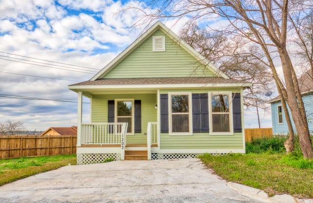 1303 Simon Avenue - 1303 Simon Ave, Brenham, TX 77833